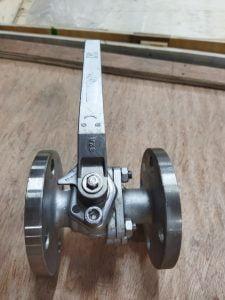 sản phẩm van bi inox lắp bích tay gạt